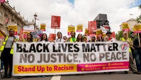 Μαύρο θέμα/στάση ζωών επάνω στη διαδήλωση διαμαρτυρίας ρατσισμού Στοκ εικόνες με δικαίωμα ελεύθερης χρήσης