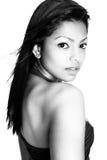 μαύρο θηλυκό πρότυπο λευκό μόδας Στοκ εικόνα με δικαίωμα ελεύθερης χρήσης
