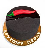 Μαύρο κέικ ατόμων ` s με το κόκκινο πιπέρι με την επιγραφή στα ρωσικά δροσερά πιπέρια ` ` Στοκ Εικόνες