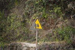 Μαύρο και κίτρινο κινεζικό σήμα οδών στοκ φωτογραφίες