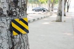Μαύρο και κίτρινο ριγωτό σημάδι Στοκ εικόνα με δικαίωμα ελεύθερης χρήσης