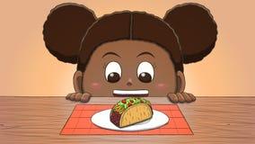 Μαύρο κορίτσι που εξετάζει Taco Στοκ Εικόνες