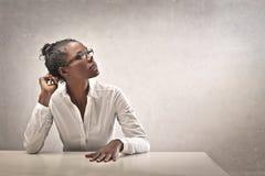 Μαύρο κορίτσι στο λευκό Στοκ φωτογραφία με δικαίωμα ελεύθερης χρήσης