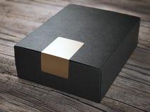 Μαύρο κουτί με τη χρυσή αυτοκόλλητη ετικέττα Στοκ Φωτογραφίες