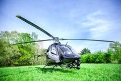 Μαύρο κουδούνι 407 ελικόπτερο που παίρνει έτοιμο να πετάξει Στοκ Εικόνα