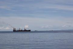 μαύρο κτύπημα σκαφών κινούμενων σχεδίων ωκεάνιο Στοκ Εικόνα