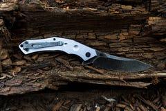 Μαύρο μαχαίρι με την γκρίζα λαβή Στοκ εικόνα με δικαίωμα ελεύθερης χρήσης