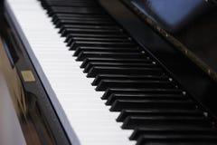 μαύρο μεγάλο πιάνο Στοκ εικόνες με δικαίωμα ελεύθερης χρήσης