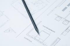 Μαύρο μολύβι σε αρχιτεκτονικούς χαρτί σχεδίων και τους ρόλους Στοκ Εικόνες
