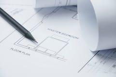 Μαύρο μολύβι σε αρχιτεκτονικό χαρτί σχεδίων και ρόλοι για το constr Στοκ εικόνες με δικαίωμα ελεύθερης χρήσης