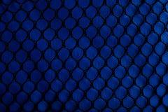 μαύρο μπλε ύφασμα που πιάν&epsilo Στοκ εικόνες με δικαίωμα ελεύθερης χρήσης