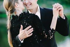 Μαύρο ντυμένο ζευγών της Νίκαιας και laughin Στοκ Εικόνα