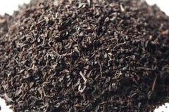 μαύρο ξηρό χαλαρό μακρο τσάι  Στοκ Φωτογραφίες