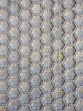 Μαύρο πάτωμα κυψελωτών σχεδίων ματ στοκ εικόνες