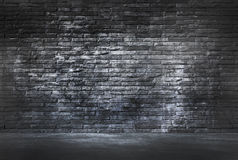 Μαύρο πάτωμα τουβλότοιχος και τσιμέντου Στοκ Φωτογραφία