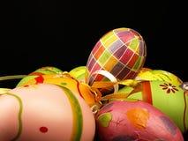 μαύρο παιχνίδι απομόνωσης αυγών Πάσχας κοτόπουλων ανασκόπησης Στοκ Εικόνα