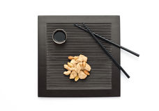 μαύρο πιάτο κοτόπουλου αμυγδάλων Στοκ εικόνα με δικαίωμα ελεύθερης χρήσης