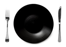 Μαύρο πιάτο με το μαχαίρι και το δίκρανο Στοκ φωτογραφία με δικαίωμα ελεύθερης χρήσης