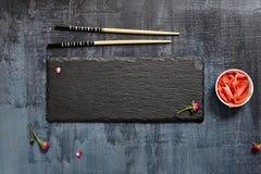 Μαύρο πιάτο πλακών με Chopstick στοκ εικόνες με δικαίωμα ελεύθερης χρήσης