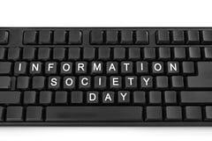 Μαύρο πληκτρολόγιο στο άσπρο ελαφρύ υπόβαθρο Η επιγραφή στα κουμπιά - ημέρα κοινωνίας των πληροφοριών στοκ εικόνες