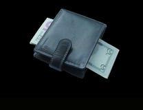 Μαύρο πορτοφόλι με τα τραπεζογραμμάτια πέντε δολάρια Στοκ Φωτογραφία