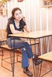Μαύρο πουκάμισο γυναικών στοκ εικόνες