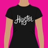 Μαύρο πουκάμισο με την τυπωμένη ύλη κειμένων Hipster στο στήθος απεικόνιση αποθεμάτων