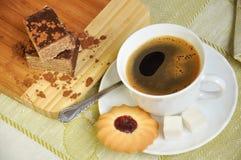 μαύρο πρωί καφέ μπισκότων Στοκ Εικόνες