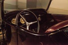 Μαύρο πρότυπο Τ του 1927 ανοικτό αυτοκίνητο συνήθειας της Ford από το Frank Mack Στοκ Φωτογραφία