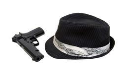 μαύρο πυροβόλο όπλο fedora Στοκ εικόνες με δικαίωμα ελεύθερης χρήσης