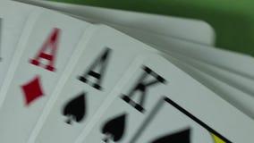 μαύρο πόκερ δύο καρτών ανασκόπησης άσσων απόθεμα βίντεο