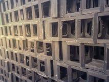 Μαύρο πλαστικό διαμέρισμα πλέγματος για τη φύτευση χλόης Στοκ Φωτογραφία