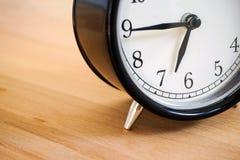 μαύρο ρολόι αναδρομικό Στοκ Εικόνες