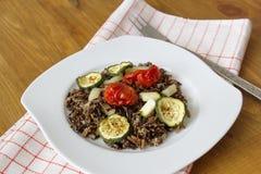 Μαύρο ρύζι με τα κολοκύθια, τις ντομάτες και την πάπρικα Στοκ Εικόνες