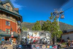 Μαύρο σαφάρι αστεριών στο θεϊκό θερινό κοβάλτιο Tahoe λιμνών στοκ φωτογραφία με δικαίωμα ελεύθερης χρήσης