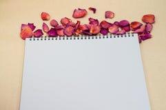 Μαύρο σημειωματάριο Ρεαλιστικό σημειωματάριο προτύπων Κενό σχέδιο κάλυψης Στοκ φωτογραφία με δικαίωμα ελεύθερης χρήσης