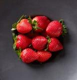 Μαύρο σύνολο κύπελλων της φράουλας, άνωθεν Στοκ φωτογραφία με δικαίωμα ελεύθερης χρήσης