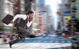 μαύρο τρέξιμο επιχειρηματιών Στοκ εικόνες με δικαίωμα ελεύθερης χρήσης