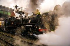 Μαύρο τραίνο ατμού Bury στο σταθμό Στοκ Φωτογραφία