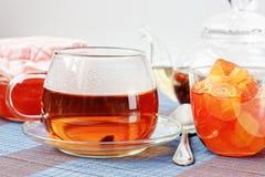 μαύρο τσάι μαρμελάδας μήλω&n Στοκ φωτογραφία με δικαίωμα ελεύθερης χρήσης