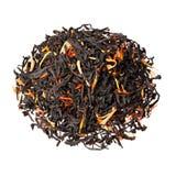Μαύρο τσάι με την πορτοκαλιά φλούδα, τα κομμάτια papaya και marigold τα πέταλα Στοκ φωτογραφία με δικαίωμα ελεύθερης χρήσης