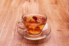 Μαύρο τσάι με τη λευκαγκαθιά Στοκ φωτογραφία με δικαίωμα ελεύθερης χρήσης