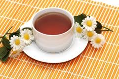 μαύρο τσάι φλυτζανιών Στοκ εικόνα με δικαίωμα ελεύθερης χρήσης
