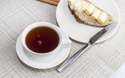 μαύρο τσάι φλυτζανιών Στοκ Φωτογραφίες