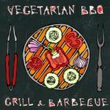 Μαύρο υπόβαθρο πινάκων χορτοφάγος σχάρα Φυτικό BBQ Λαβίδες και δίκρανο συσκευών πικ-νίκ και σχαρών Ντομάτα, πιπέρι κουδουνιών, κρ ελεύθερη απεικόνιση δικαιώματος