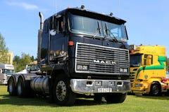 Μαύρο φορτηγό Cabover Mack MH Ultraliner Στοκ Φωτογραφίες