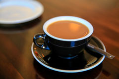 Μαύρο φλυτζάνι του φρέσκου espresso στον πίνακα, Timaru, Νέα Ζηλανδία Στοκ φωτογραφίες με δικαίωμα ελεύθερης χρήσης