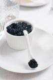 μαύρο χαβιάρι κύπελλων Στοκ Φωτογραφίες