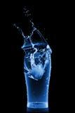 μαύρο ύδωρ παφλασμών γυαλιού Στοκ Φωτογραφίες
