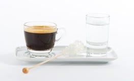 μαύρο ύδωρ espresso φλυτζανιών κα&ph Στοκ φωτογραφίες με δικαίωμα ελεύθερης χρήσης